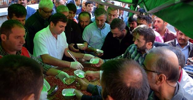 Elbistan Belediyesi 10 bin kişiye aşure dağıttı
