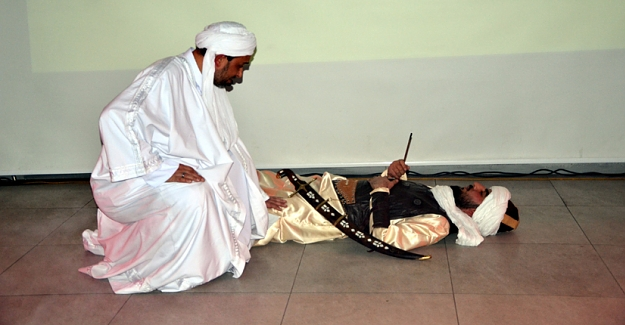 Şehit yakınları yararına tiyatro gösterisi
