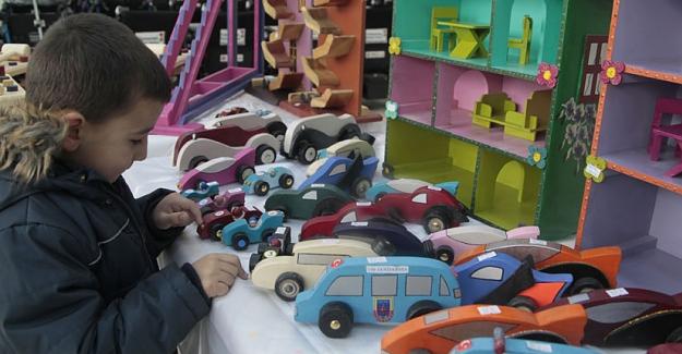 Ahşap oyuncak ve el sanatları sergisi