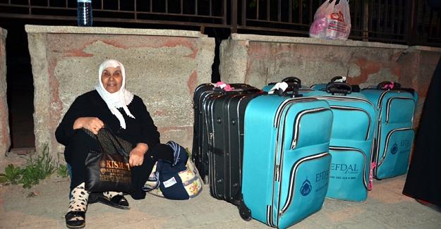 Umre'ye gitmek isteyen 68 kişilik kafileyi Şanlıurfa'ya götürdüler