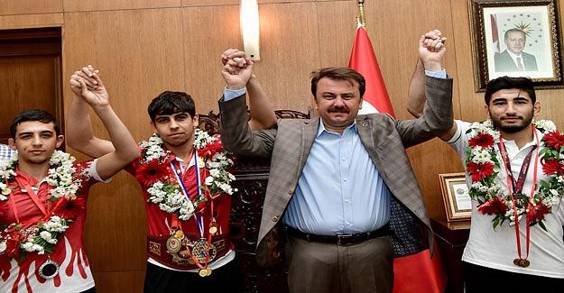 Büyükşehir Sporcuları Başarıdan Başarıya Koşuyor