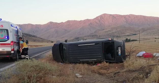 Hafif ticari araç devrildi: 8 yaralı