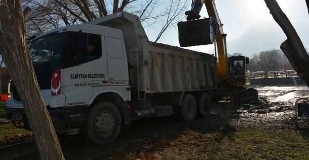 Pınarbaşı'nda su hızla yükseliyor