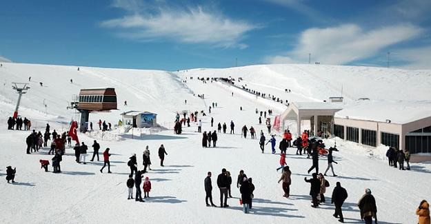 Yedikuyular kayak merkezine ziyaretçi akını