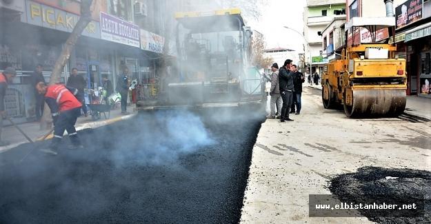 Elbistan Belediyesi asfaltlama çalışmalarına devam ediyor