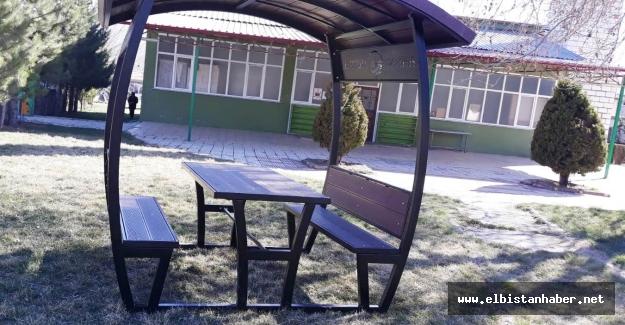Elbistan Belediyesi'nden 120 Adet Kamelya 280 Adet Piknik Masası