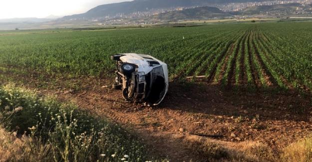 Minibüs tarlaya devrildi: 6 yaralı