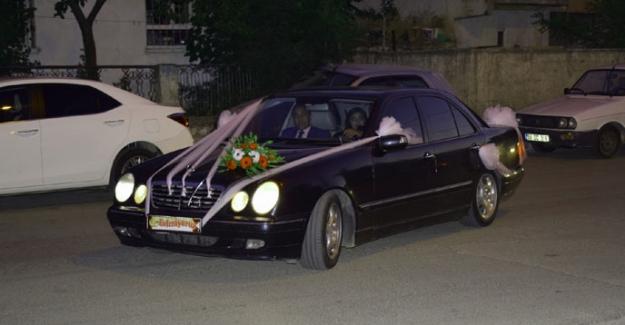 """Başkan Gürbüz makam aracını """"Gelin arabası"""" olarak tahsis etti"""