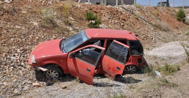 Minibüs ile otomobil çarpıştı: 2'si çocuk  4 yaralı