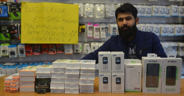 Depremzedelere cep telefonu ve aksesuar gönderdi