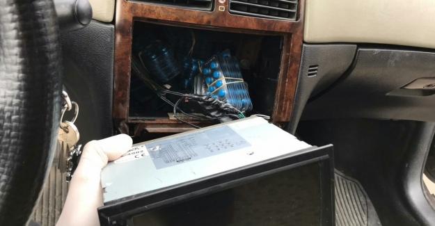 Otomobilin zulasındaki sentetik hapları jandarma buldu