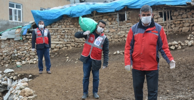 Kırsal mahallelerdeki yaşlı vatandaşlara yardım eli