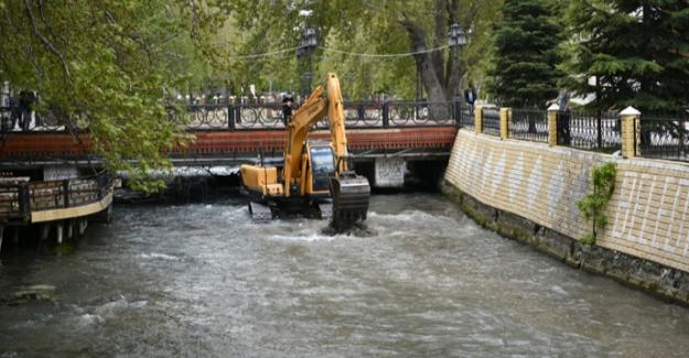 Ceyhan Nehri'nde çalışmalara başlanıldı