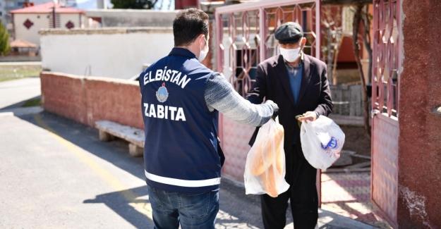 Elbistan Belediyesi Ekipleri Ekmek Dağıtımı İçin Sahada
