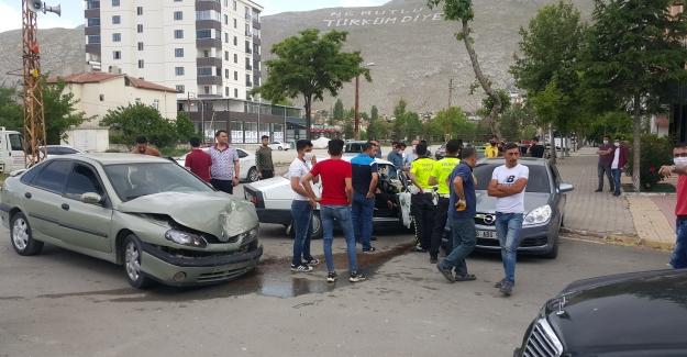 Elbistan'da zincirleme trafik kazası: 1 yaralı