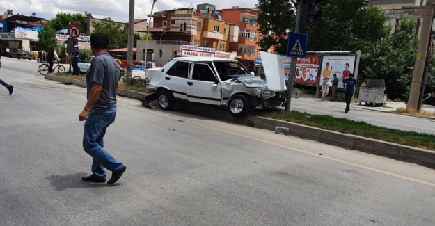 Elbistan'da ambulans ile otomobil çarpıştı: 1 yaralı
