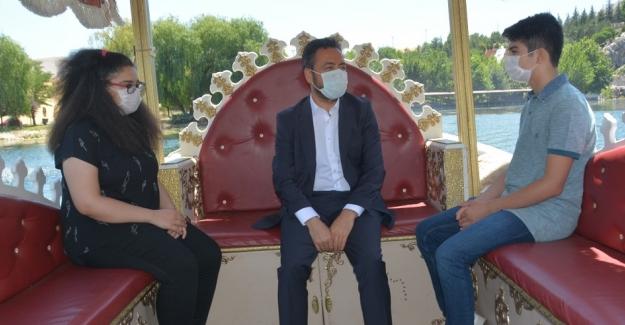Başkan Gürbüz, LGS birincilerini sultan kayıkları ile gezdirdi