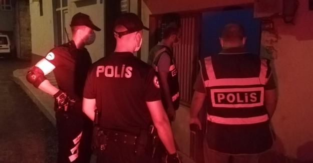 Polis aranması olan 63 kişiyi yakaladı