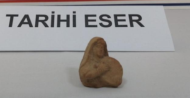 Demir çağ dönemine ait tarihi eseri satmak isterken jandarmaya yakalandı