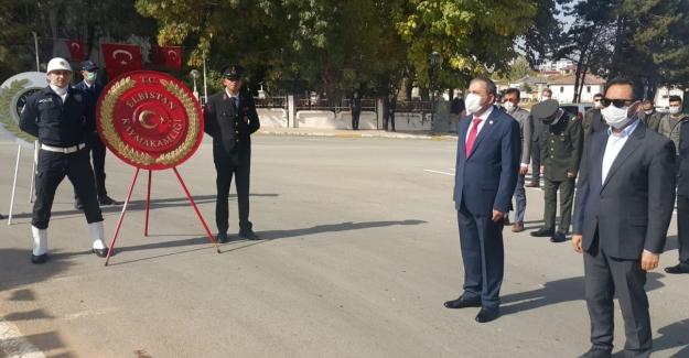 Elbistan'da 29 Ekim çelenk sunma töreni ile başladı