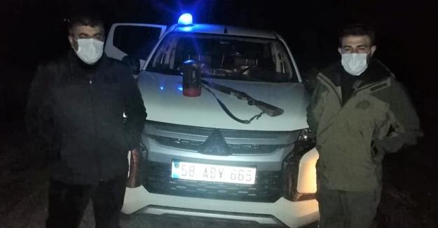 Elbistan'da el projektörüyle tavşan avlayan 4 kişi yakalandı