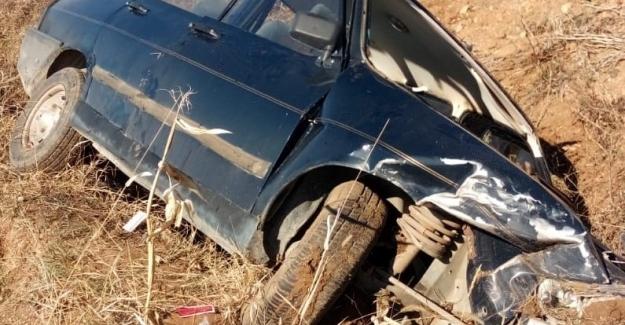 Elbistan'da otomobil tarlaya uçtu: 3 yaralı