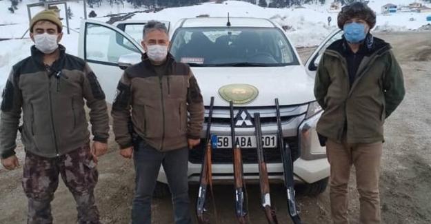 Takozsuz avlanan avcıların tüfeklerine el konuldu