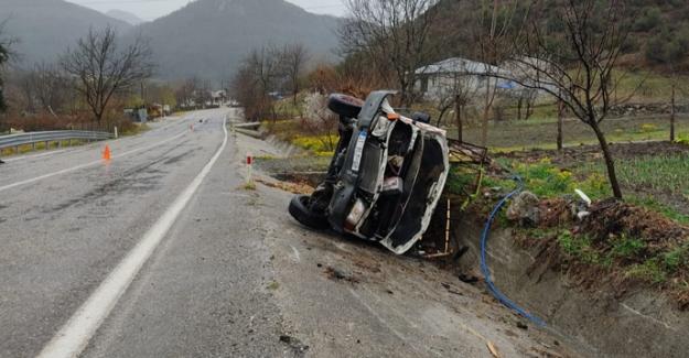Kontrolden çıkan kamyonet devrildi: 6 yaralı