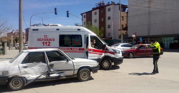 Elbistan'da otomobiller çarpıştı: 5 yaralı