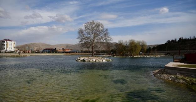 İçme suyu koruma bandı çalışmaları için Kaynarca Göletinin kapakları açıldı