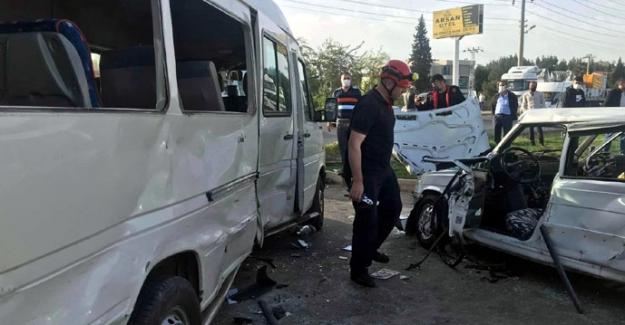 Otomobil ile minibüs çarpıştı: 1 ölü, 1 yaralı