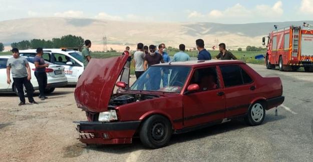 Askeri araçla otomobil çarpıştı: 6 yaralı