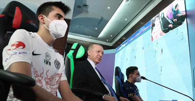 Elbistanlı e-Spor oyuncusu Cumhurbaşkanı Erdoğan ile bir araya geldi