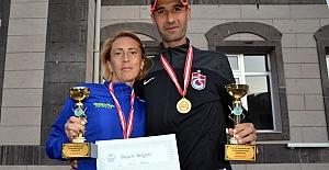 Sporcu çiftler 6 saatte 4 bin lira kazandı