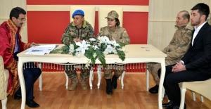 Asker çiftin nikahı böyle olur