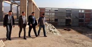 Kaymakam Akkoyun, Spor Salonu İnşaatını İnceledi