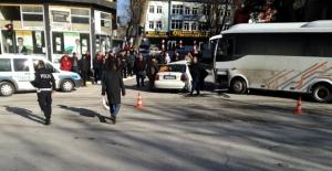 Elbistan'da minibüs ile otomobil çarpıştı: 3 yaralı