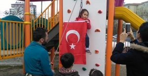 Anaokulu bahçesine tırmanış platformu kuruldu