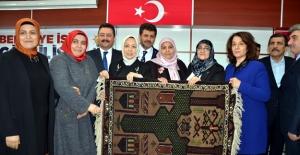 AK Parti MKYK Üyesi Öznur Çalık, Elbistan'da bayanlarla bir araya geldi