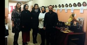 Anadolu Lisesi'nde 'Nostalji' sergisi