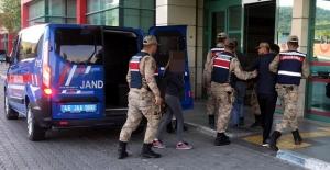Cezaevi otoparkına uyuşturucu saklayan 3 kişi yakalandı
