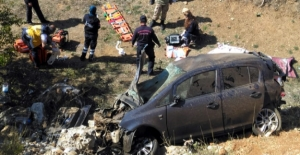 Otomobil şarampole devrildi: 1 ölü,...