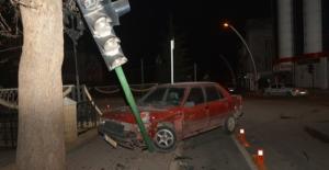 Elbistan'da iki otomobil çarpıştı: 5 yaralı
