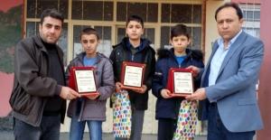 Yarışmadan kazandıkları ödülü depremzedelere bağışladılar