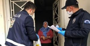 Polisler yardım paralarını ve maaşları eve götürdü