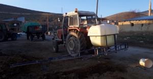 Traktör ile ilaçlama makinası arasında sıkışan çocuk yaralandı