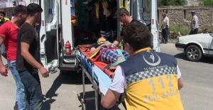 Elbistan'da hafif ticari araç ile bisiklet çarpıştı: 1'i ağır 3 yaralı