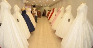 Genç kızların hayallerini süsleyen Şehr-i Sima Gelinlik, Elbistan'da mağazasını açtı