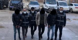 Elbistan'da işyerinden hırsızlık yapan 3 kişi suçüstü yakalandı