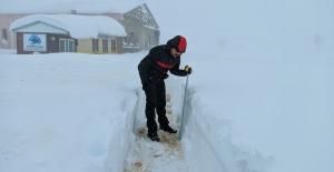 Yedi Kuyular'da kar kalınlığı 95 santimetreye ulaştı